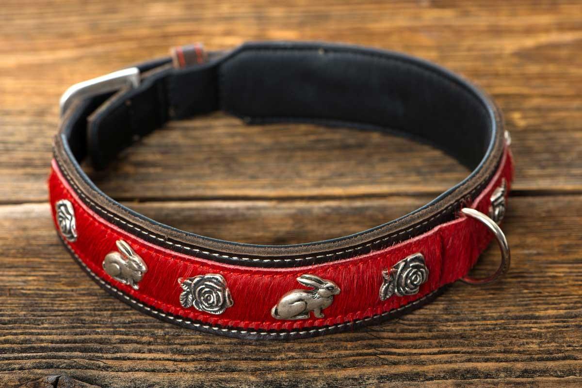 Hundehalsband mit Rosen- und Hasen-Beschlägen